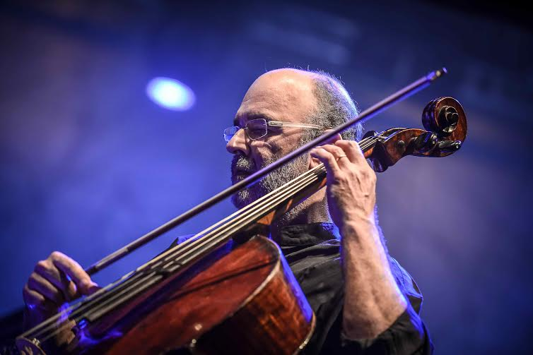 Jaques Morelenbaum e Cello Samba Trio lançam novo CD